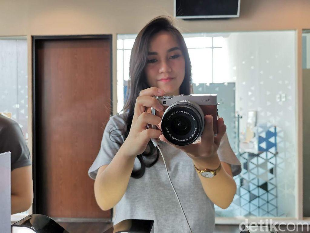 Lebih Dekat dengan Fujifilm X-A7, Si Mirrorless Pintar