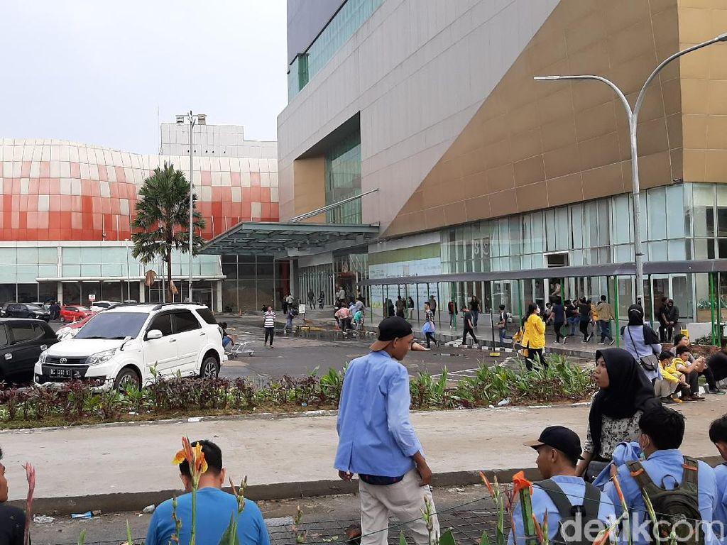 Ada Demo Mahasiswa di DPRD Sumsel, Palembang Icon Mall Tutup