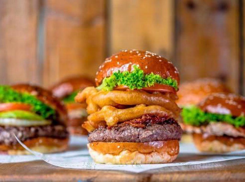 Oishi! Burger Berbumbu Khas Jepang Bisa Dicicipi di 5 Gerai Burger Ini