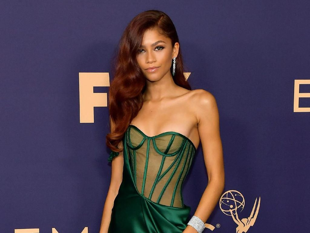 Penampilan Seksi Zendaya di Emmy Awards