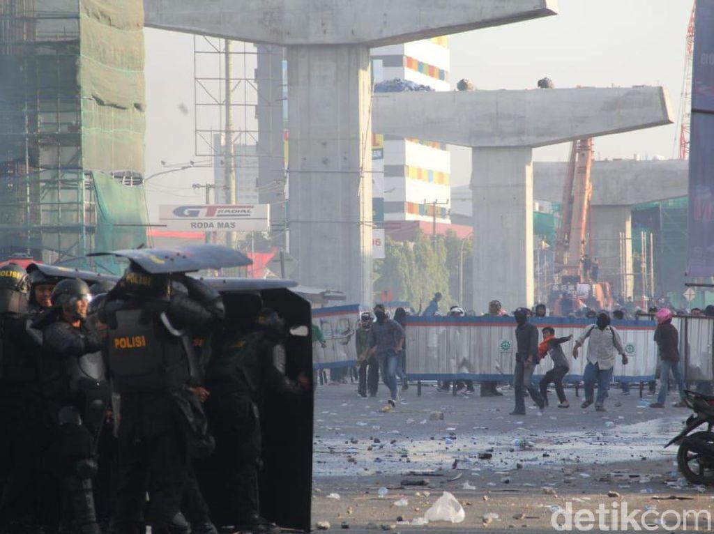 Polisi Bersepatu Masuk Masjid, MUI: Merendahkan Tempat Suci, Jangan Terulang!