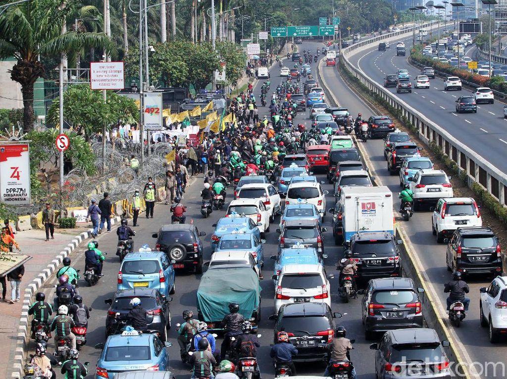 Tips Pengendara yang Terkena Imbas Demo Mahasiswa di DPR