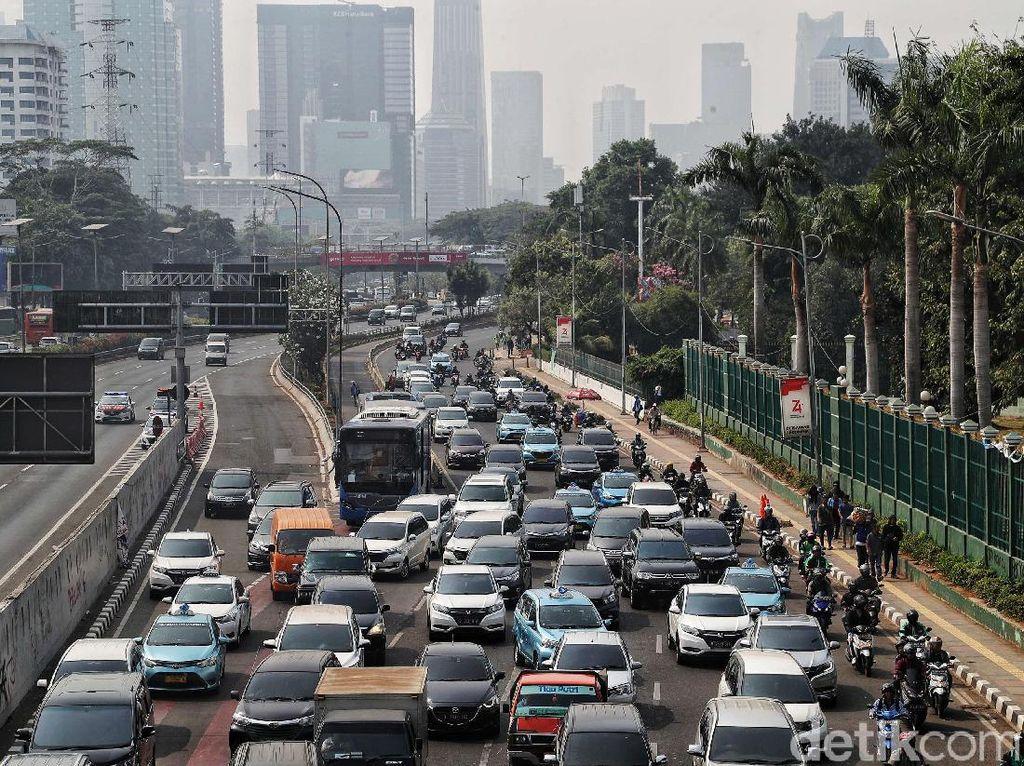 Lagi, TransJakarta Alihkan Rute karena Demo di Gedung DPR