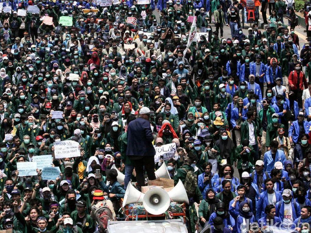 Gerakan Mahasiswa Gembos atau Digembosi?