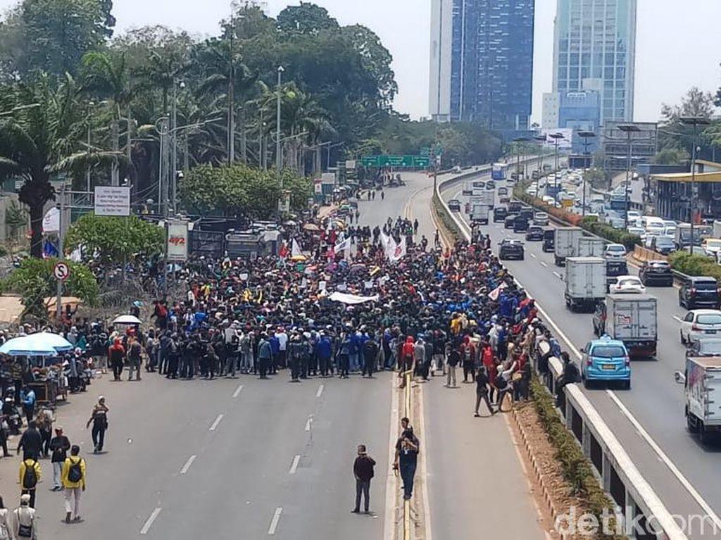 Agar Tak Ambruk Saat Demonstrasi, Kenali 6 Tanda Bahaya Dehidrasi
