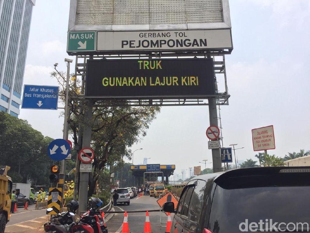 Hangus Pasca Demo Mahasiswa, GT Pejompongan Belum Beroperasi