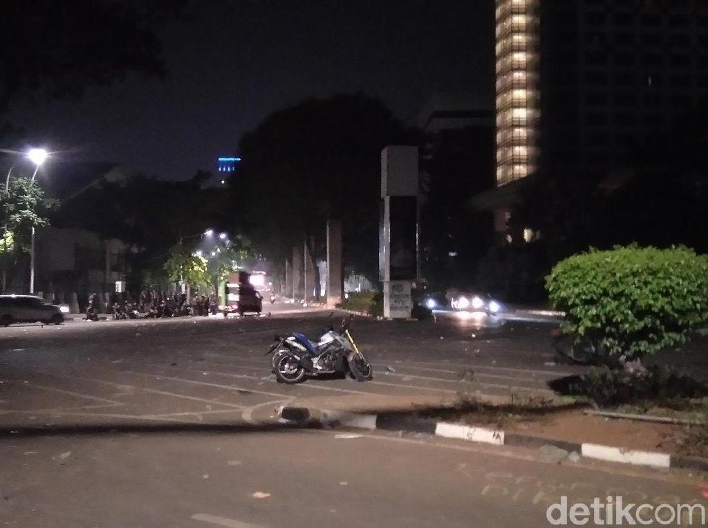 Massa Dipukul Mundur, Jl Asia Afrika Senayan Kembali Dibuka