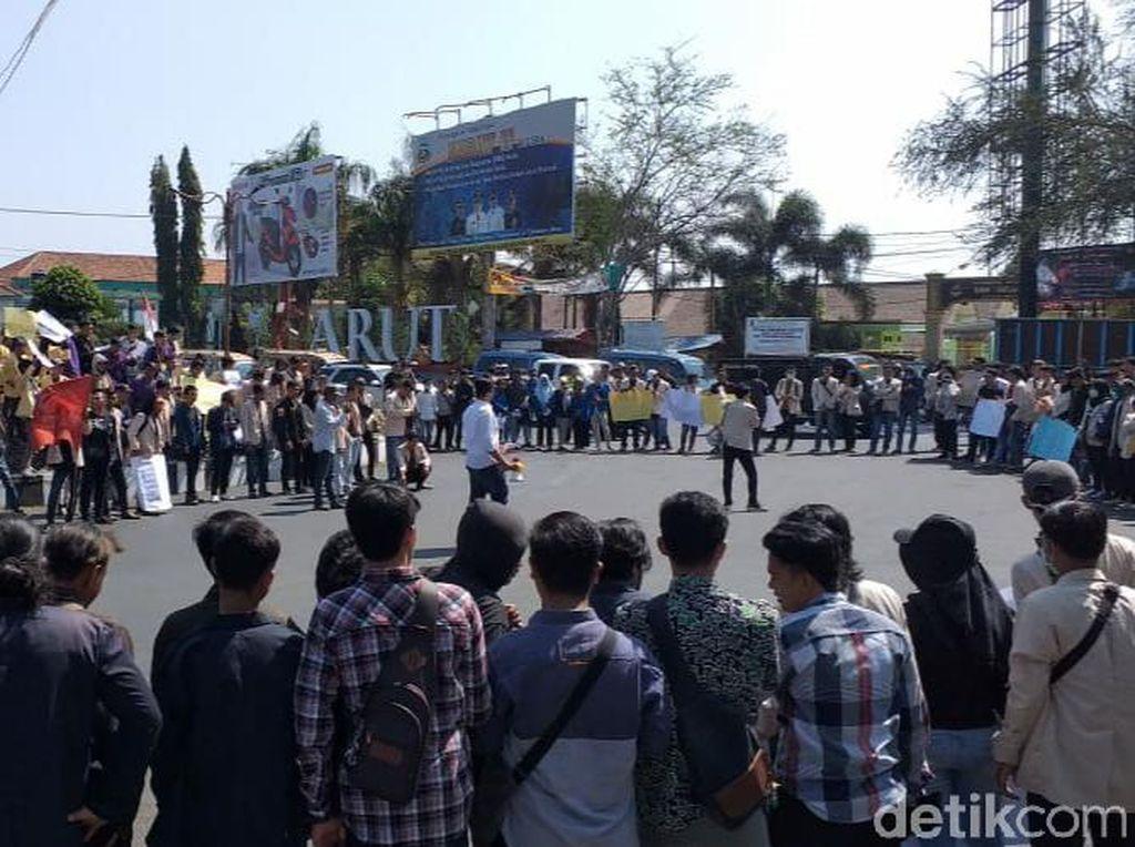 #GarutMenggugat, Ratusan Mahasiswa Demo di Gedung DPRD