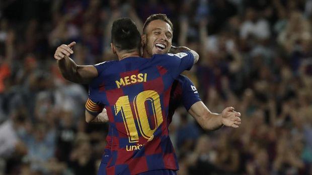 Barcelona Diklaim Tak Senang Pergaulan Arthur dengan Neymar