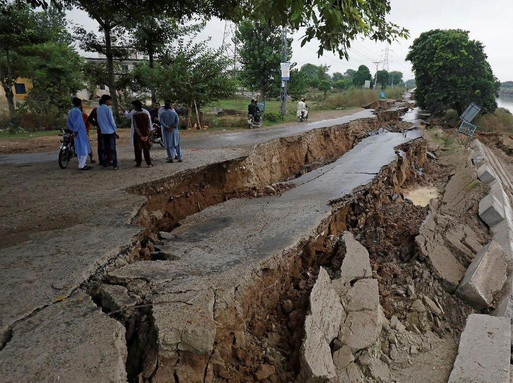 Potret Kerusakan Gempa yang Tewaskan 19 Orang di Pakistan