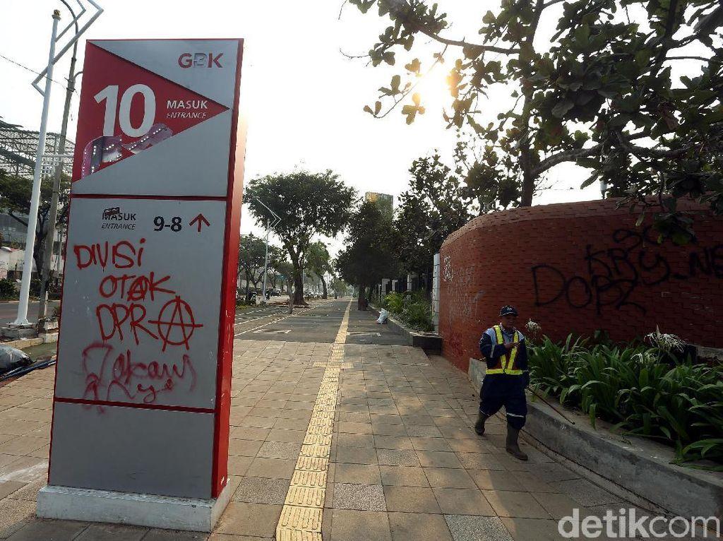 Sedih, Kawasan GBK Jadi Sasaran Vandalisme Demonstran