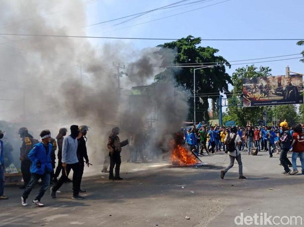 Penampakan Demo Mahasiswa yang Ricuh di Palu