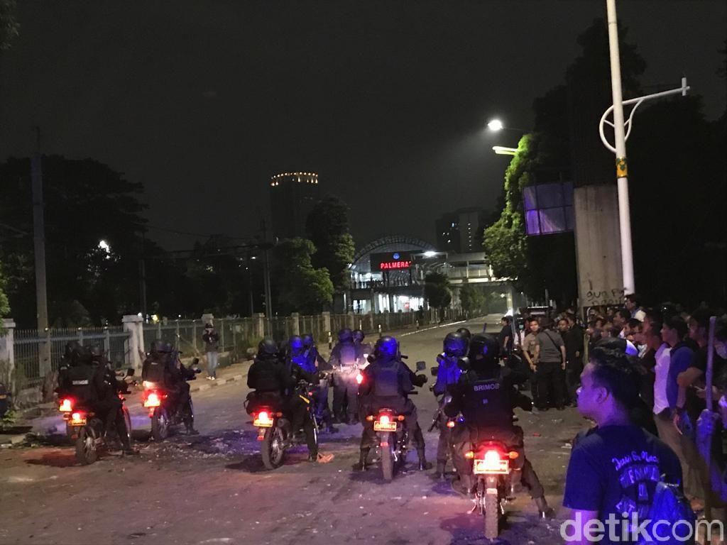 Situasi Palmerah Berangsur Kondusif, Polisi Bersiap Sisir Massa Ricuh