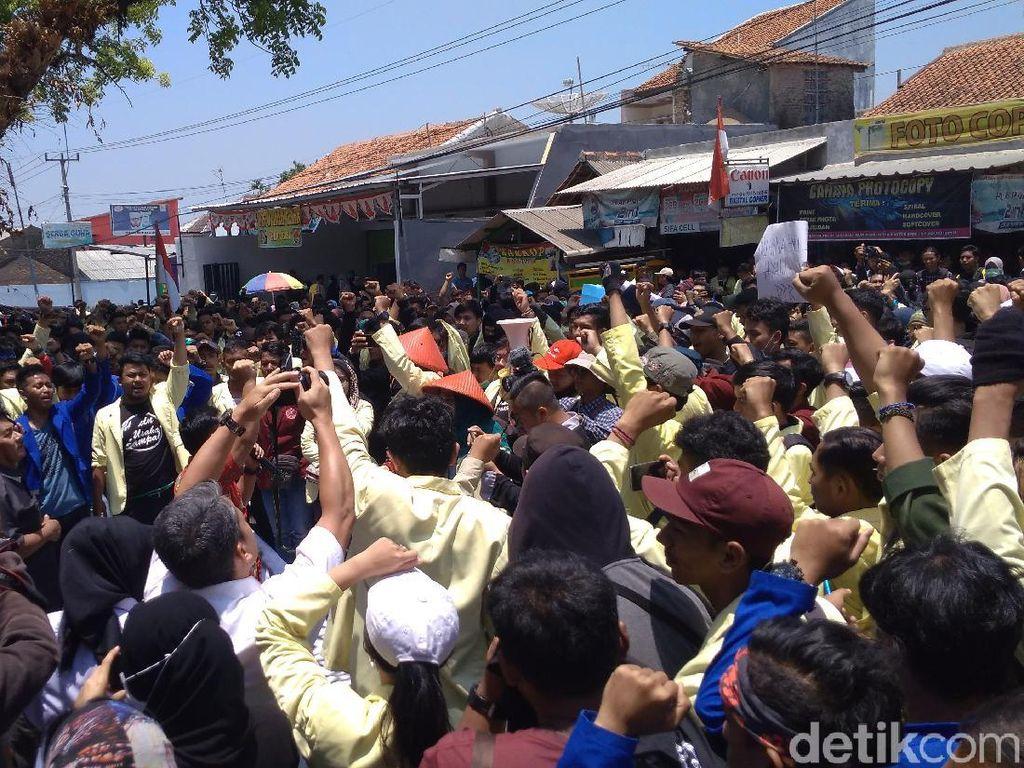 Ikut Demo, Dosen di Kuningan Desak Jokowi Terbitkan Perppu KPK