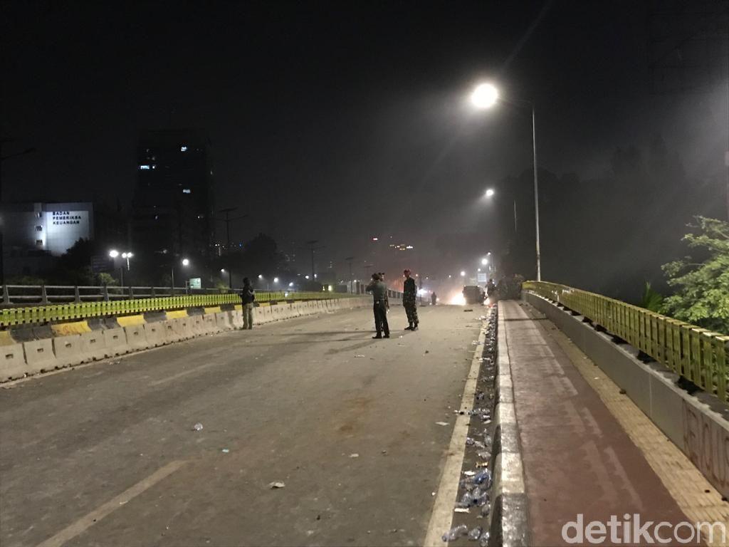 Usai Dialog dengan Marinir, Massa Turun dari Flyover Slipi Arah Grogol