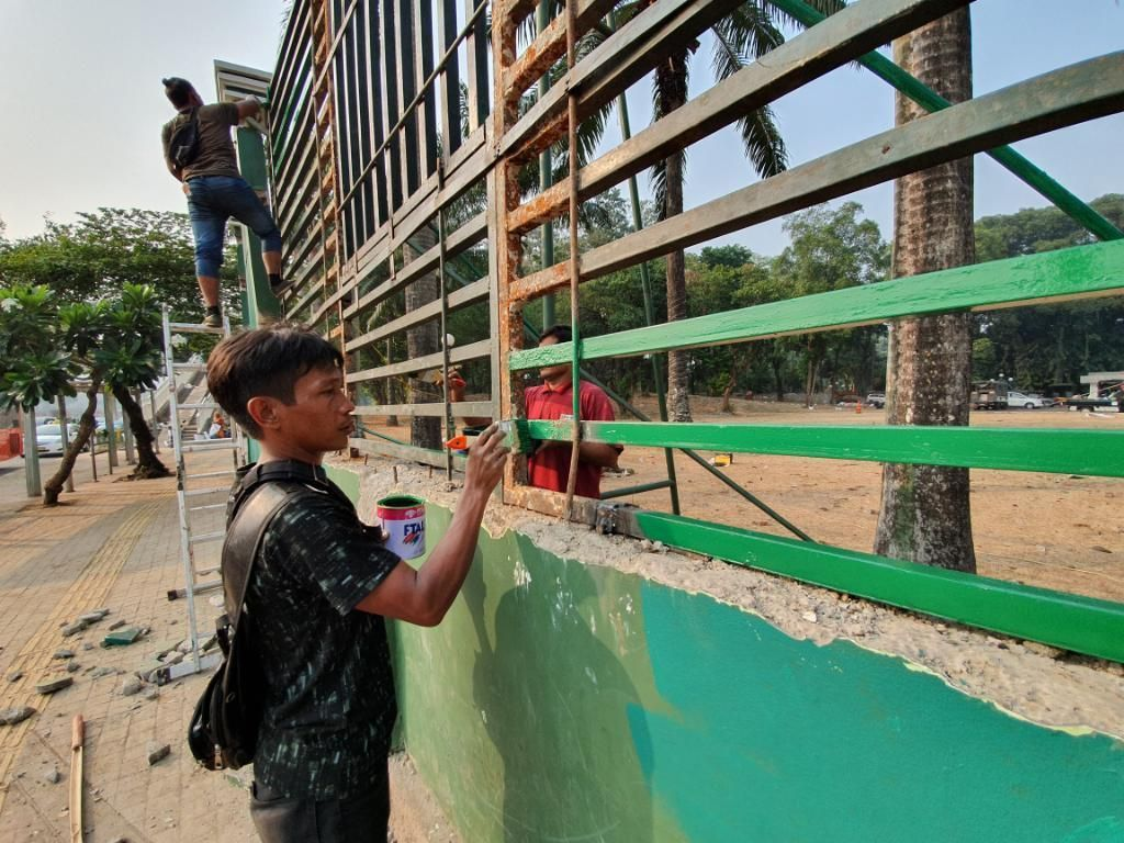 Pagar Gedung DPR yang Jebol saat Demo Mahasiswa Kini Dicat