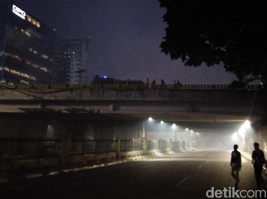 Ricuh di Simpang Slipi, Petasan Dibalas Gas Air Mata