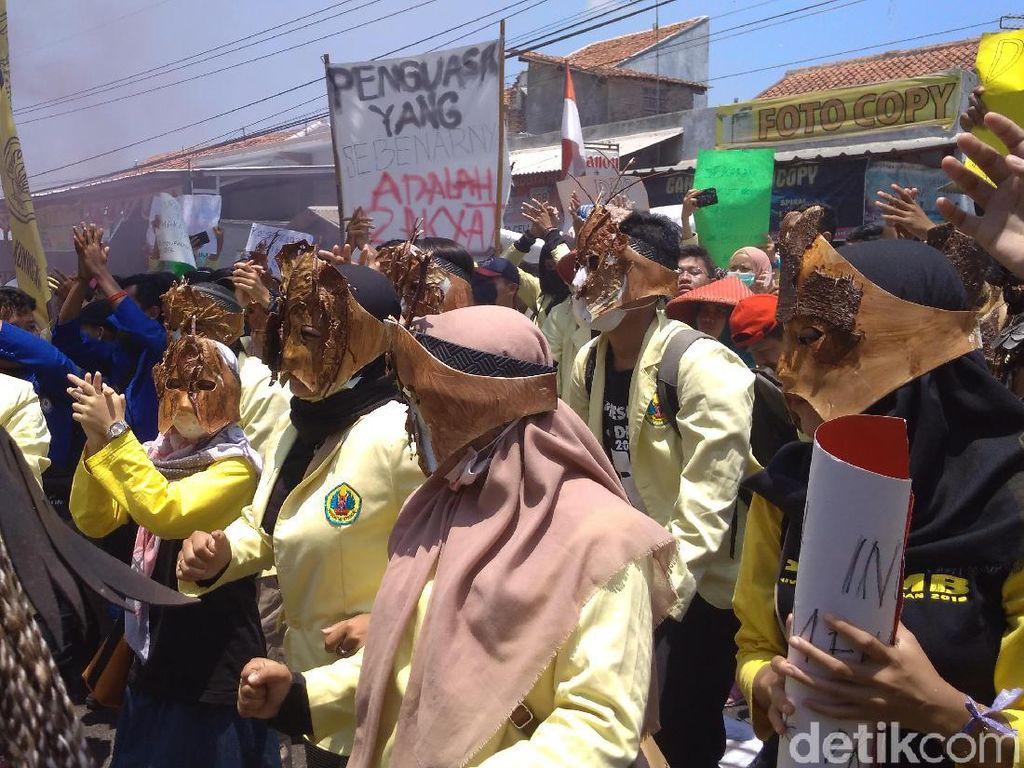 Demo Mahasiswa Kuningan: Tuntutan Kami Simpel, Bukan Tumbangkan Rezim!