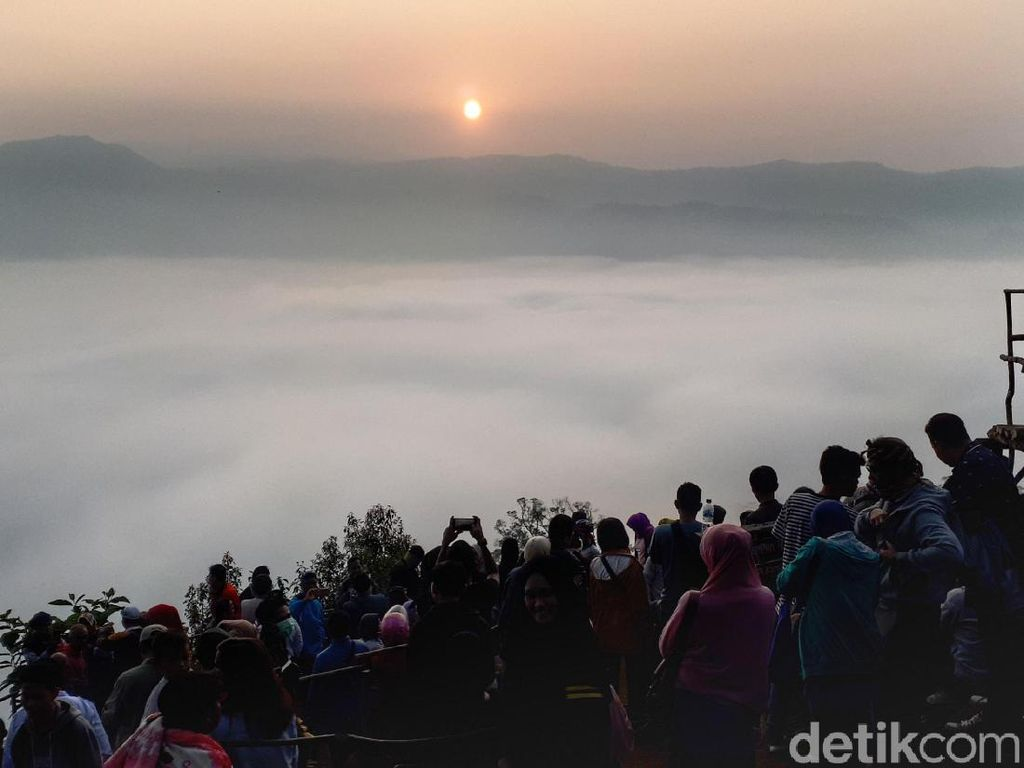 Pelarian Orang Jakarta Kala Tiket Pesawat Mahal: Gunung Luhur