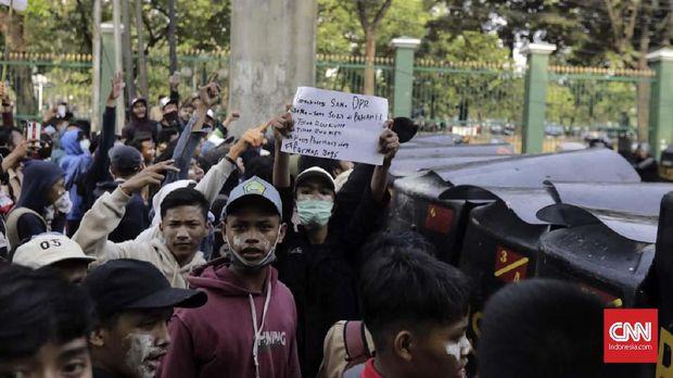Demonstran Pembawa Bendera Merah Putih Diduga Segera Disidang
