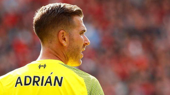 Performa ciamik Adrian bikin Alisson bisa pemulihan cedera dengan tenang (Jason Cairnduff/Reuters)
