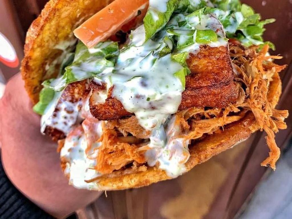 Unik Banget! 5 Burger Ini Pakai Donat hingga Isi Blueberry