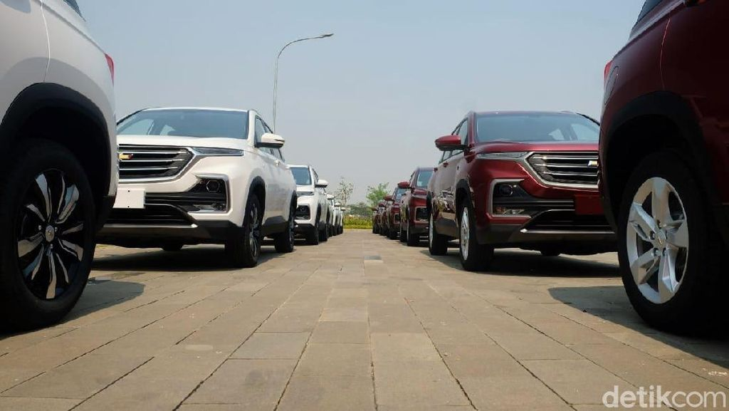 Bagai Pinang Dibelah Dua, Wuling Almaz dan Chevrolet Captiva