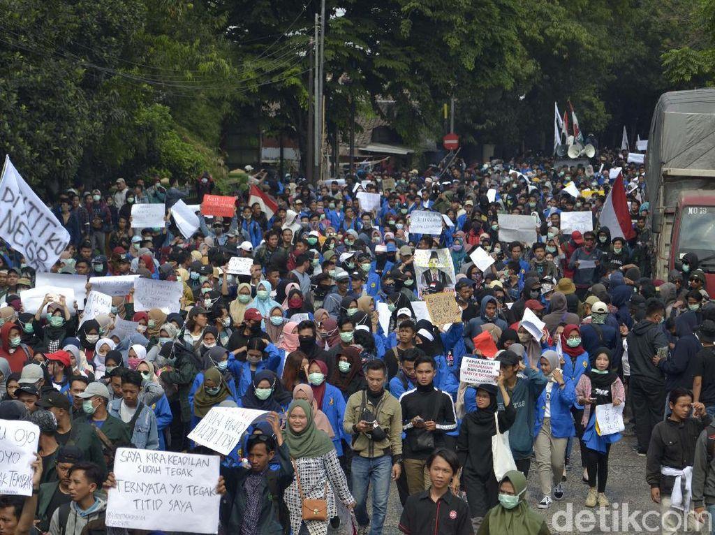 Demo Mahasiswa Pekalongan: Lebih Banyak Korupsi Siapa, yang Buat UU Siapa