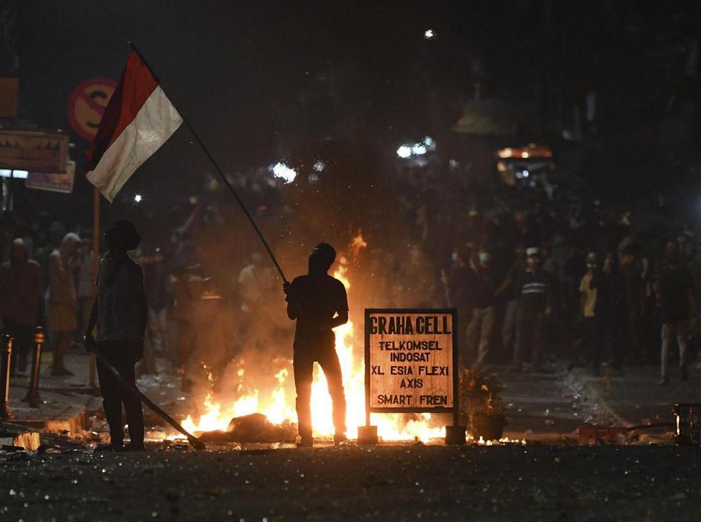 Massa Demo Rusuh, Stasiun Palmerah Ditutup Sementara