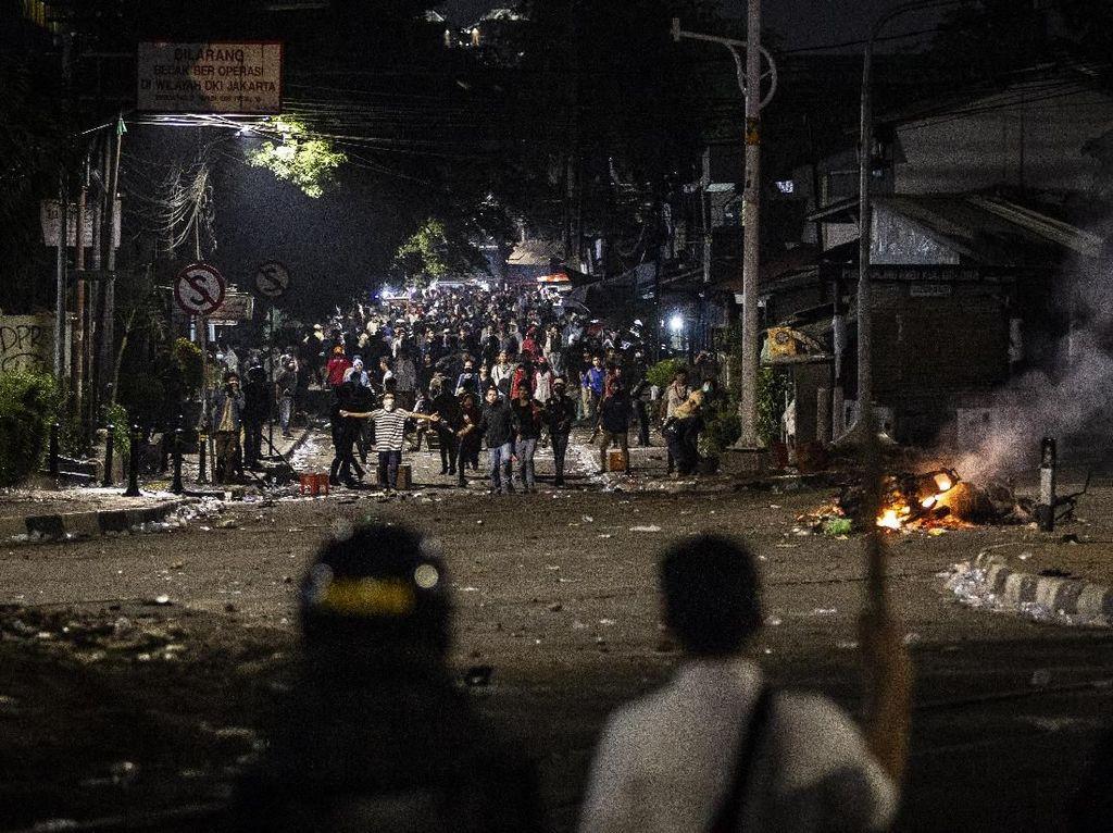 Polisi Tangkap Puluhan Orang di Kemanggisan Slipi Jaya