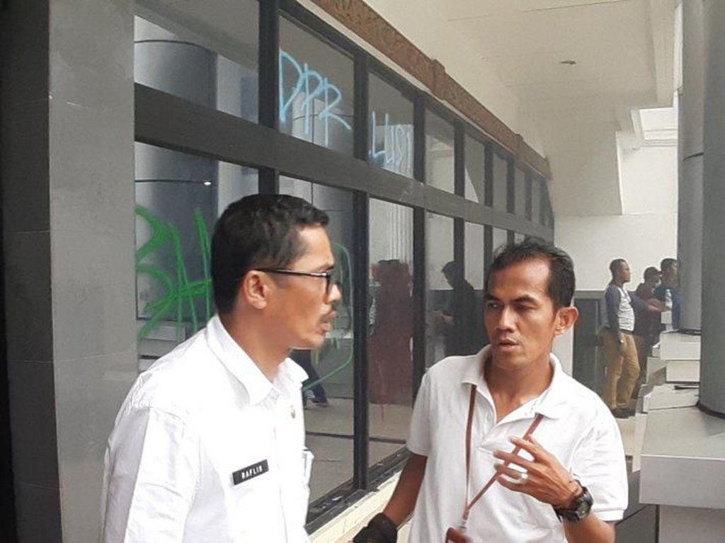 Gedung DPRD Sumbar Dirusak Massa, Sekwan Akan Polisikan Mahasiswa