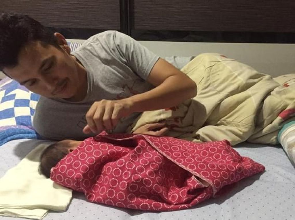 Kisah Viral Suami Bantu Istri yang Mendadak Melahirkan Tanpa Bantuan Dokter