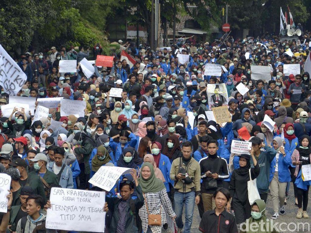 Giliran Mahasiswa di Pekalongan Ikut Turun ke Jalan