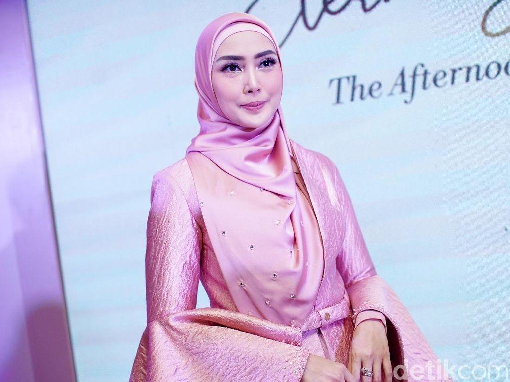 Sebelum Hijrah, Fenita Arie Merasa Tersambar Petir Saat Diomongin Netizen