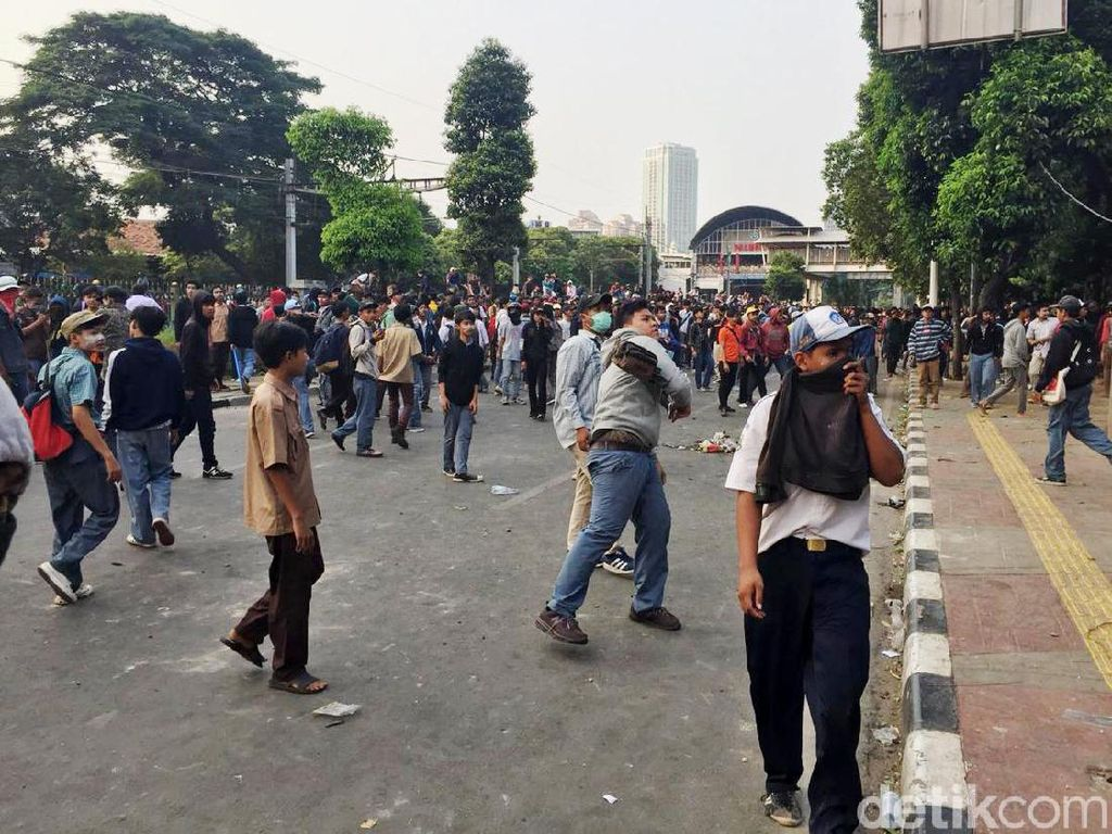 Demo Ricuh, Kemendikbud Minta Pemda Larang Pelajar Terlibat Unjuk Rasa