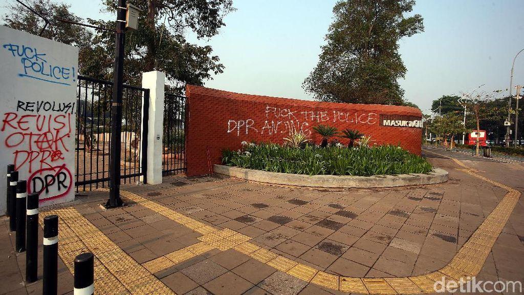 Kawasan GBK Jadi Sasaran Vandalisme Mahasiswa