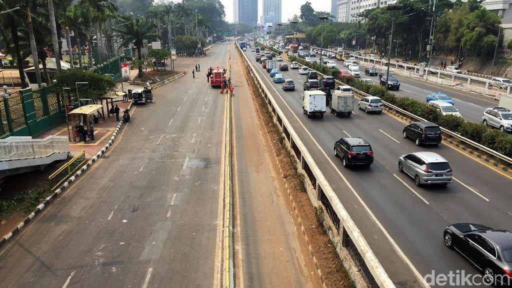 Penampakan Jalan Depan DPR Pasca Demo Mahasiswa
