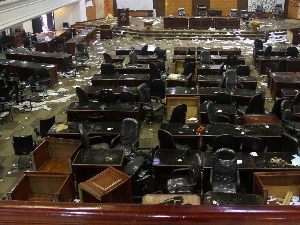Sekda: Kerugian Kerusakan Akibat Demo di DPRD Sumbar Rp 2,5 Miliar