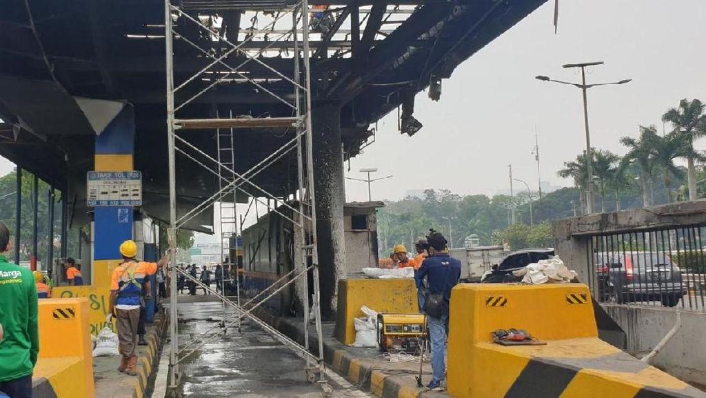 Mulai Diperbaiki, Begini Parahnya Kerusakan Gerbang Tol Depan DPR