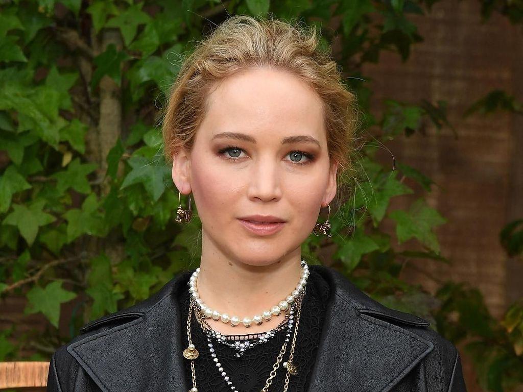Ke Sumba, Jennifer Lawrence Bulan Madu di Resor Terbaik Dunia