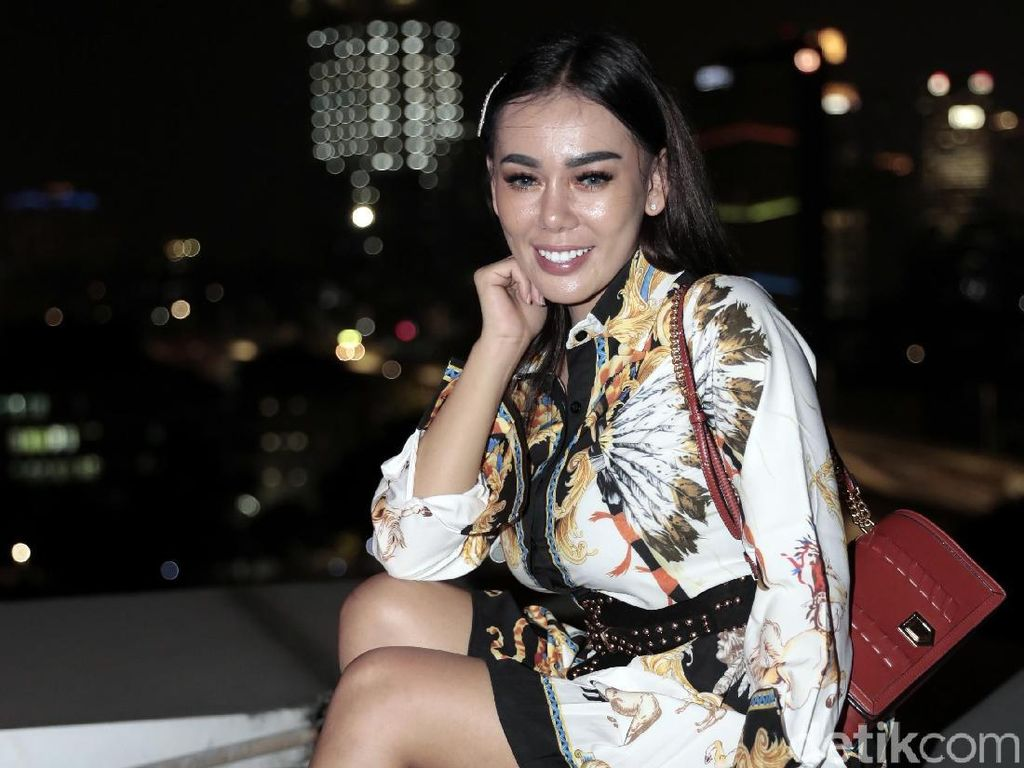 Bebby Fey Ngaku Butuh 6 Bulan Berani Kirim Foto Seksi ke Atta