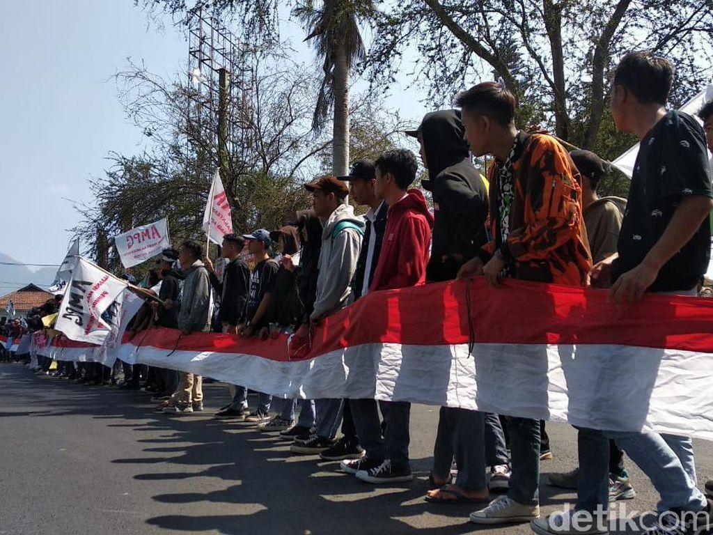 Bolos Demi Demo, Pelajar STM Garut: Kita Protes Undang-undang