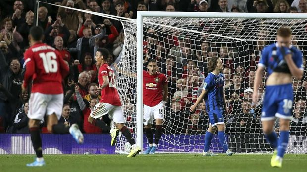 Piala Liga Inggris: Chelsea vs MU, Liverpool vs Arsenal