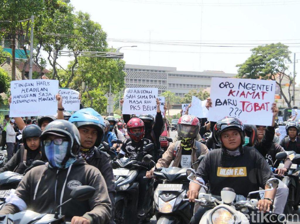 Mahasiswa Surabaya Bergerak, DPRD Jatim Jadi Sasaran Aksi Demo
