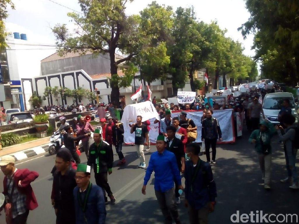 Gotong Keranda, Massa Mahasiswa Kudus Bergerak dari Alun-alun ke DPRD