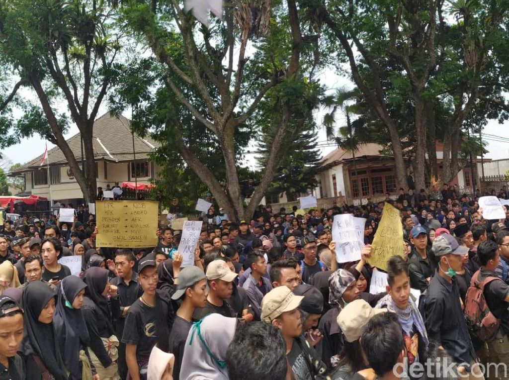 Massa Mahasiswa Wonosobo Bergerak Geruduk Gedung DPRD