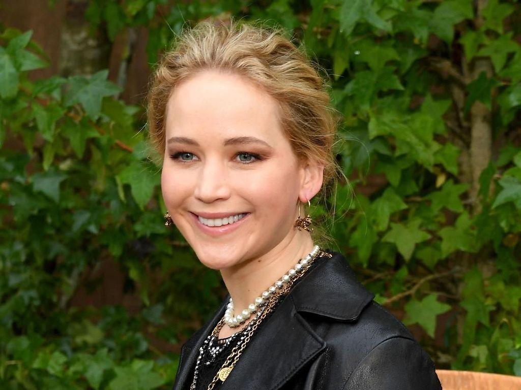 Mewah, Gaun Pengantin Jennifer Lawrence Punya Kamar Sendiri di Hotel
