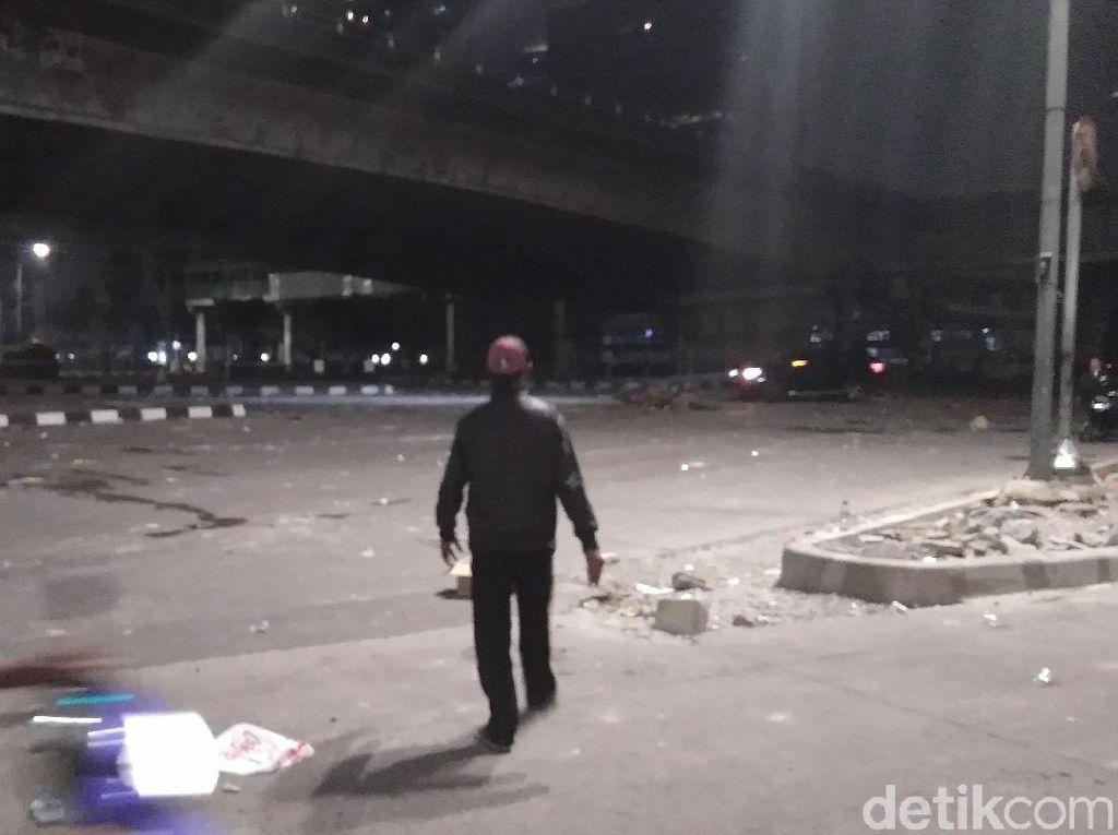 Massa Bubar di Slipi, Polisi Bergerak ke Arah Tomang