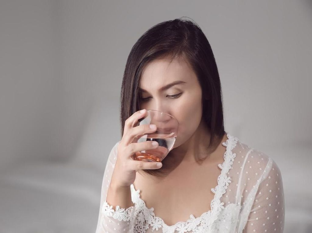 5 Manfaat Minum Air Putih Setelah Bangun Tidur yang Perlu Kamu Tahu