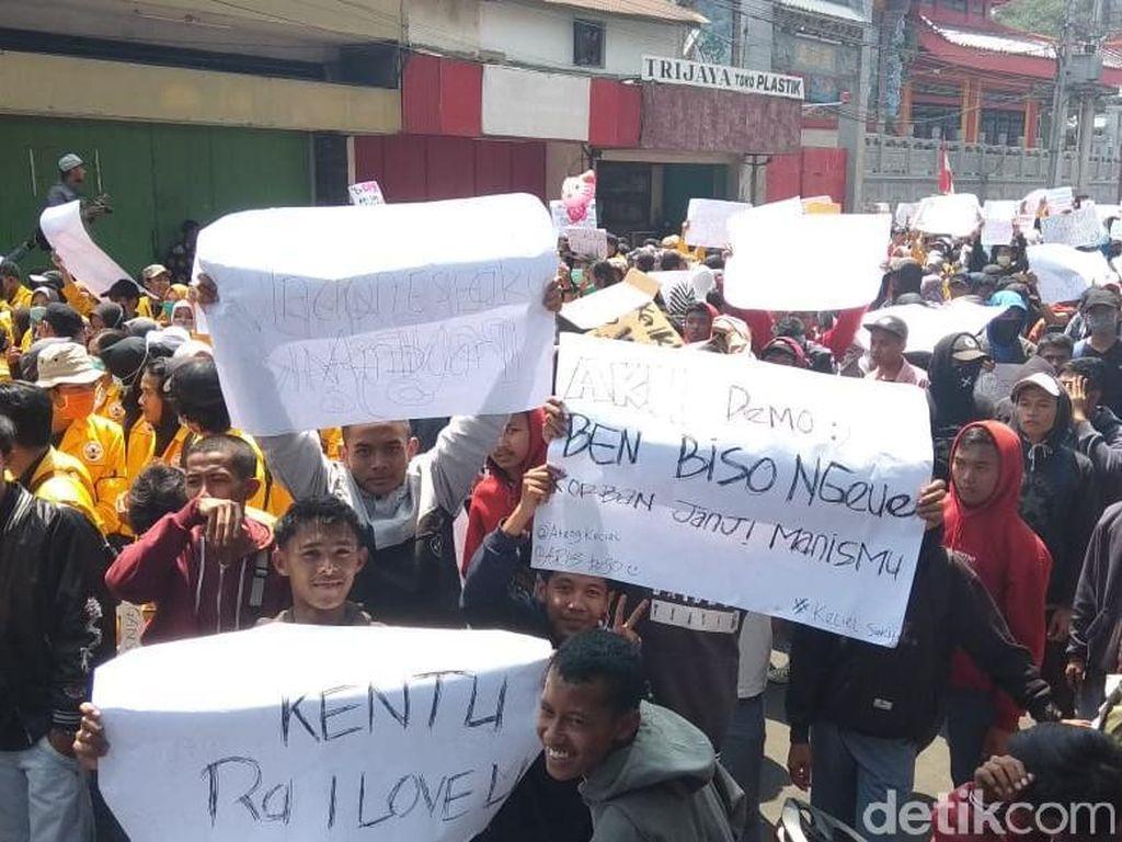 Demo Sempat Ricuh, Ketua DPRD Kota Magelang Temui Pedemo
